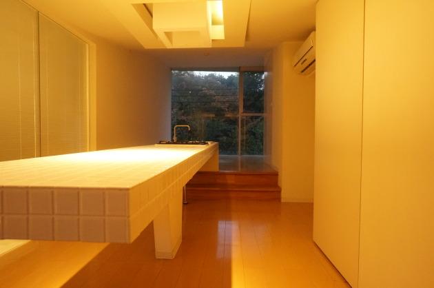 目黒リゾート302キッチンと部屋|SOHO東京
