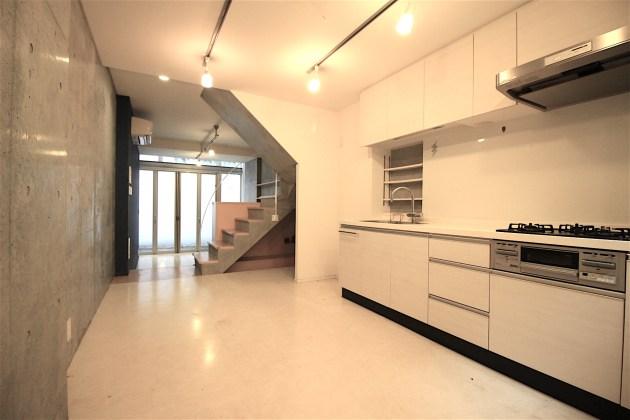 yoyogihouse-3-B1-livingroom-05-sohotokyo