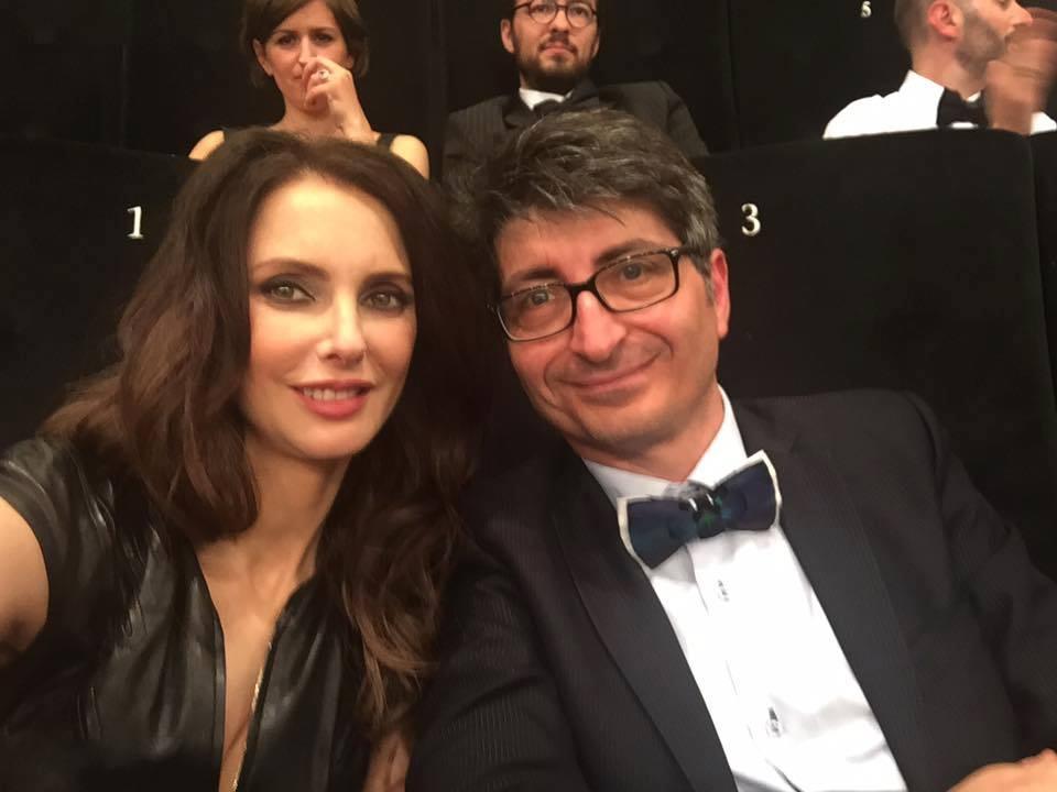 Le réalisateur Olivier Legrand accompagné de la merveilleuse Frédérique Bel