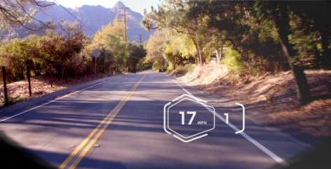 Vue d'une route normale tel que projetée dans le système HUD du casque.
