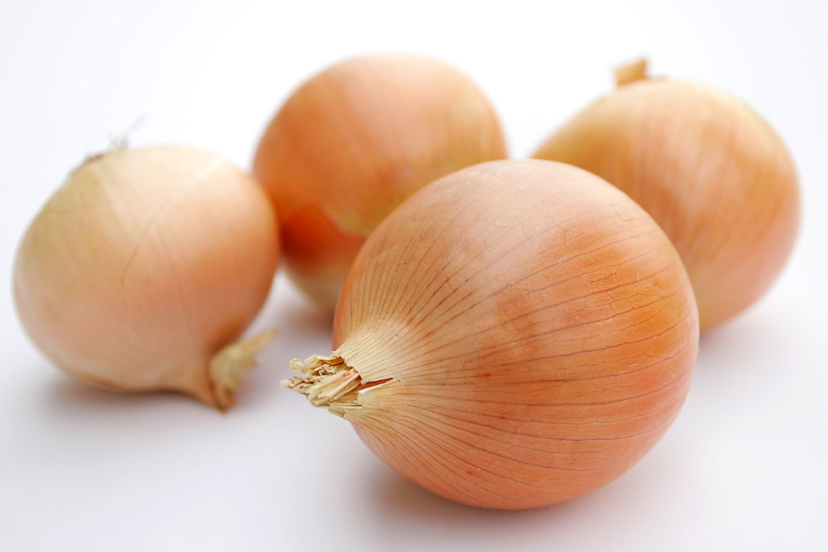 Why do onions make you cry? — the chemistry and health benefits of onions