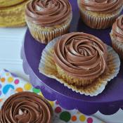 PB Cup Banana Cupcakes #cupcakes #recipe #banana