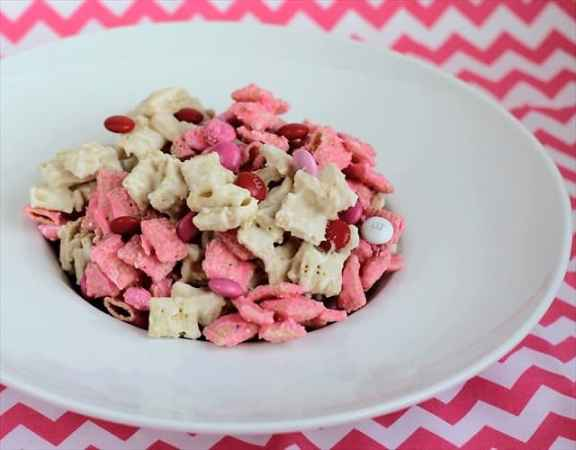 Strawberry Valentine Chex Mix.Butter with a Side of Bread 089