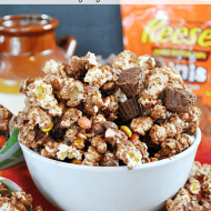 Easy Reese's Popcorn Munch | www.somethingswanky.com #recipes #popcorn
