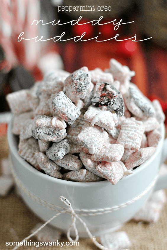 Peppermint Oreo Muddy Buddies | www.somethingswanky.com