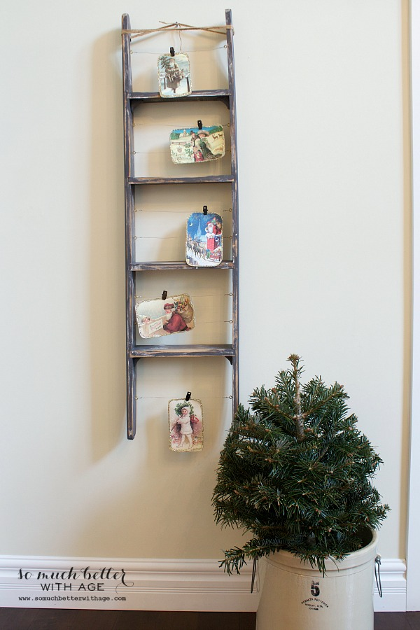 Christmas tour foyer / Holiday Housewalk by somuchbetterwithage.com