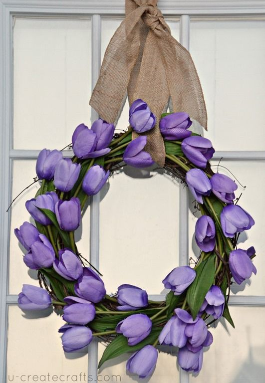 DIY spring tulip wreath from u-createcrafts.com