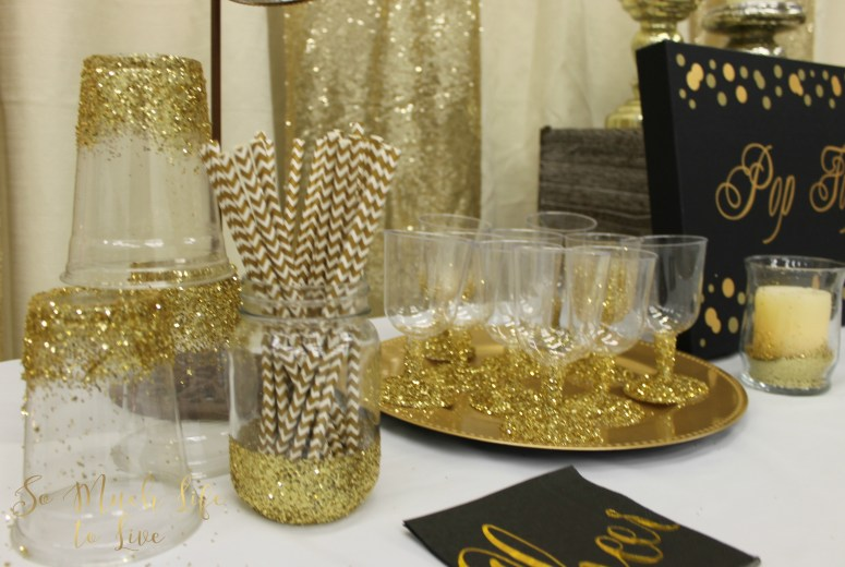 new-years-eve-2016-gold-glitter-drink-table