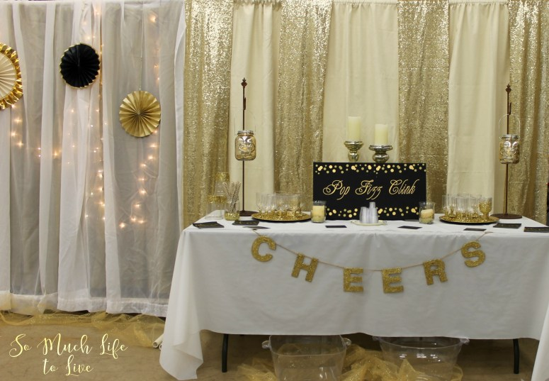new-years-eve-2016-party-black-white-gold-decorations
