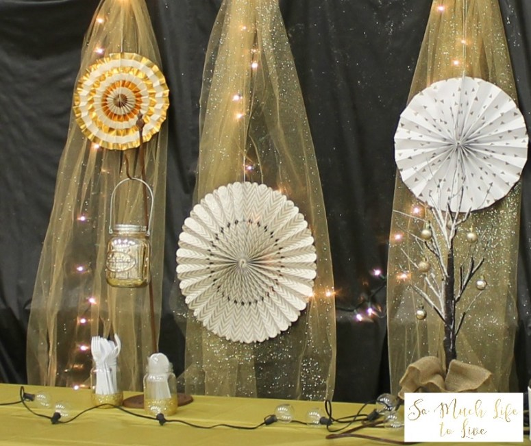 new-years-eve-black-gold-glitter-backdrop-decorations