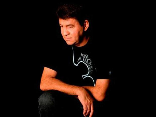 O cantor Chico Rey, que morreu nesta sexta-feira após parada cardiorrespiratória (Foto: Facebook/Reprodução)