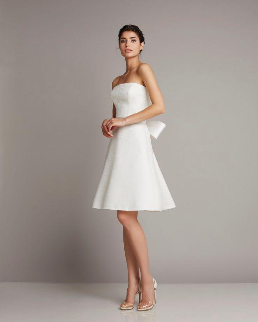 2bc2efe90a479f6bcdf14dca80a7fc70--strapless-wedding-dresses-short-wedding-dresses
