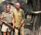El Rey de España cazando elefantes