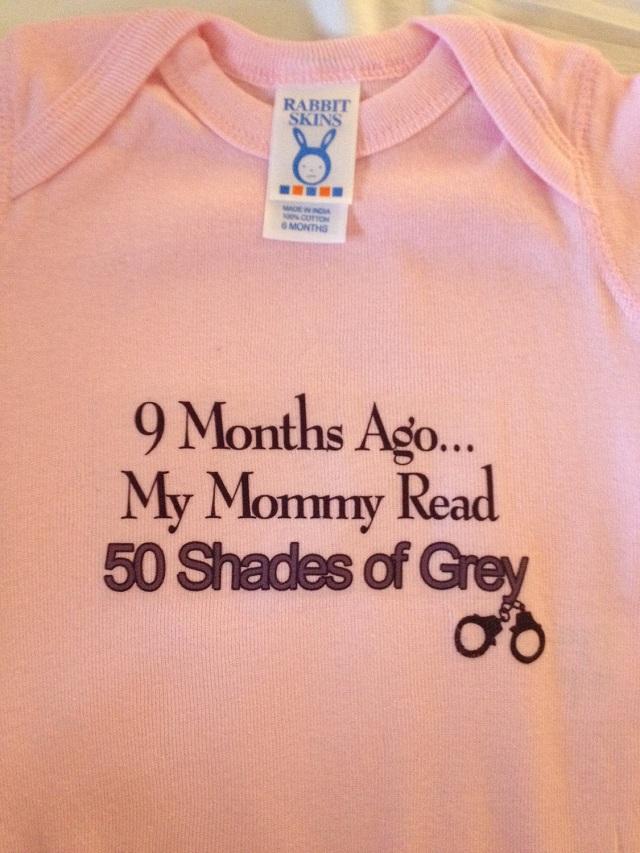 Línea de ropa para bebé inspirada en Fifty Shades of Grey