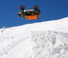 Video: Increíble backflip en un auto en la nieve