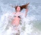 Para cotorrear: unos gifs animados con fails de chicas en bikini