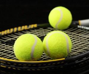ocio--raqueta--pelota-de-tenis--fondo-negro_3192018