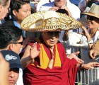 Y en la imagen del día.... El Dalai Lama con sombrero de charro