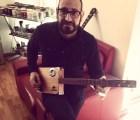 Este es el ganador de una Laila Cigar Box Guitar hecha a mano por Germán Arroyo de La Gusana Ciega