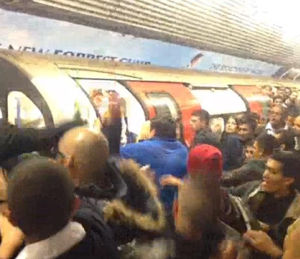 VIDEO: Miren cómo se puso el metro de Londres en Año Nuevo