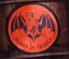¿Quién inventó el Bacardí y por qué su logo es un murciélago?