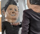 Miren: ¡EPN pasea por los pasillos de la Ibero! (versión botarga)