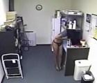 ¿La mejor venganza contra los abusivos que roban comida en la oficina?