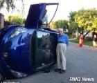 ¿Cuál accidente?... octogenarios vuelcan auto y mejor posan pa'l feis
