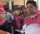 En Oaxaca, presidente municipal se casa con cocodrilo