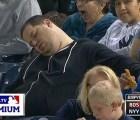 Aficionado al beisbol demanda a ESPN por captarlo dormido