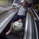 En Brasil viajar en metro también se hace al estilo freestyle