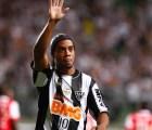 Y se hizo oficial... ¡Ronaldinho es jugador del Querétaro! (no es broma)