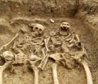 Aww ¿Ternuringa? Encuentran esqueletos del siglo XIV tomados de la mano