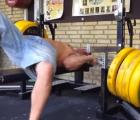 #EpicFail: Por lucirse levantando pesas casi pierde la vida