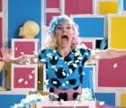 """tUnE-yArDs lucha contra maniquíes en el video de """"Real Thing"""""""