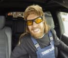 Vettel se disfrazó de mecánico y asustó a algunos clientes