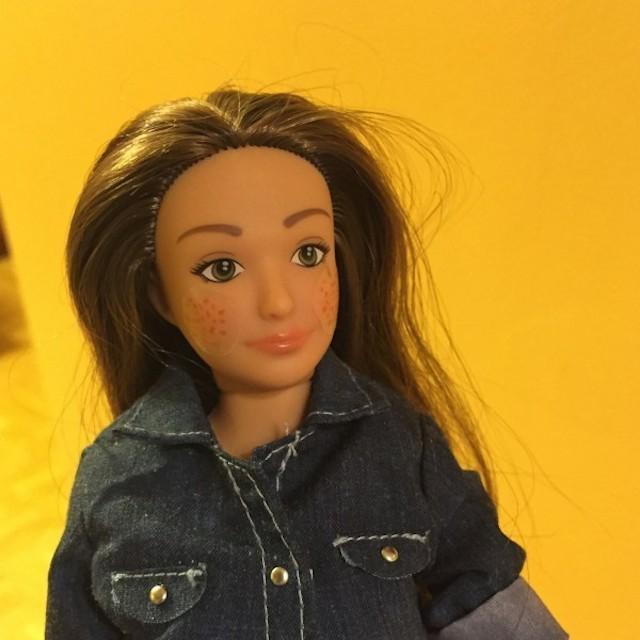 Lammily, la versión de la 'Barbie' con imperfecciones