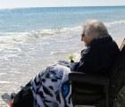 Mujer de 100 años ve el mar por primera vez