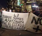 Las protestas por #Ayotzinapa aparecieron en el Holanda vs México