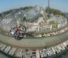 Julien Dupont recorrió en moto la montaña rusa de la Feria de Chapultepec