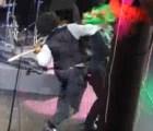 Arrestan a Afroman por golpear a mujer en el escenario