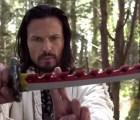 Power Ranger asesina a roomie con una espada