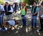 Imagen del día: Perro orina atril de alcalde en discurso