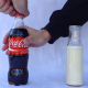 Esto pasa si le echas leche a una Coca Cola