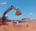 Como se retrasó su pago, destruyó el auto de su jefe