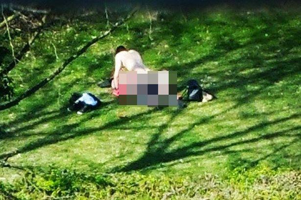 Epic Fail: Tienen sexo en parque FRENTE A EDIFICIOS DE OFICINAS