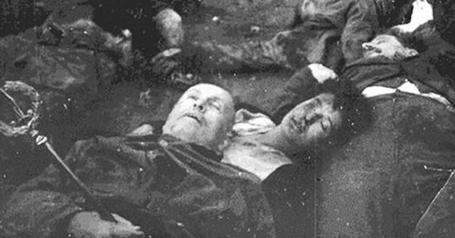 Estos cuerpos fueron transportados en un camión a la plaza Loreto de