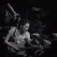 """Natalia Lafourcade ilustra el caos de lanzarse al público en """"Hasta la Raíz"""""""