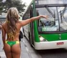 ¡Uff! Miss Bum Bum decidió viajar en camión... usando solo un bikini