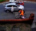 Una buena razón para no correr bicicletas sobre las banquetas